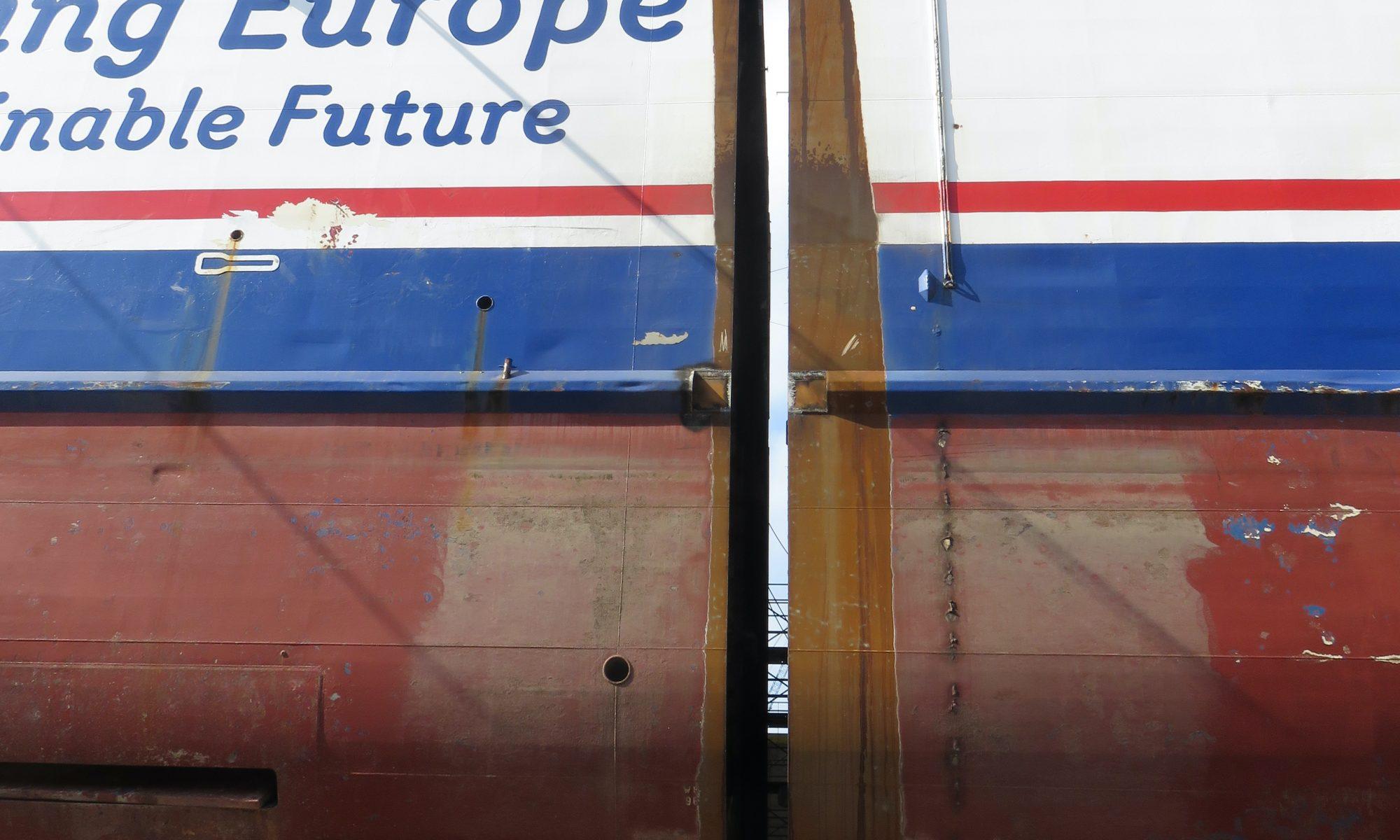 Stena Lagan i två delar på varvet i Turkiet. Foto: Stena RoRo